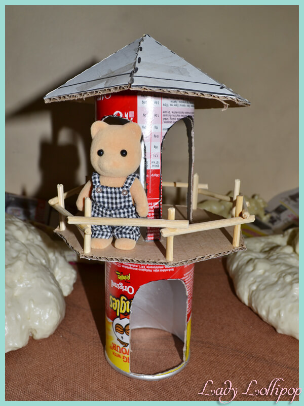 Sylvanian Families DIY Lighthouse from a Pringles tin