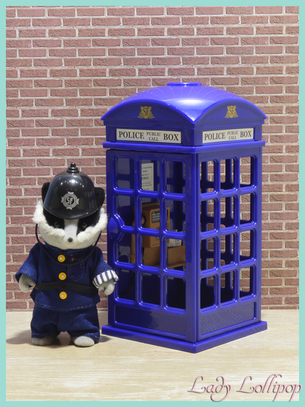 Sylvanian Families Police Box open and closed