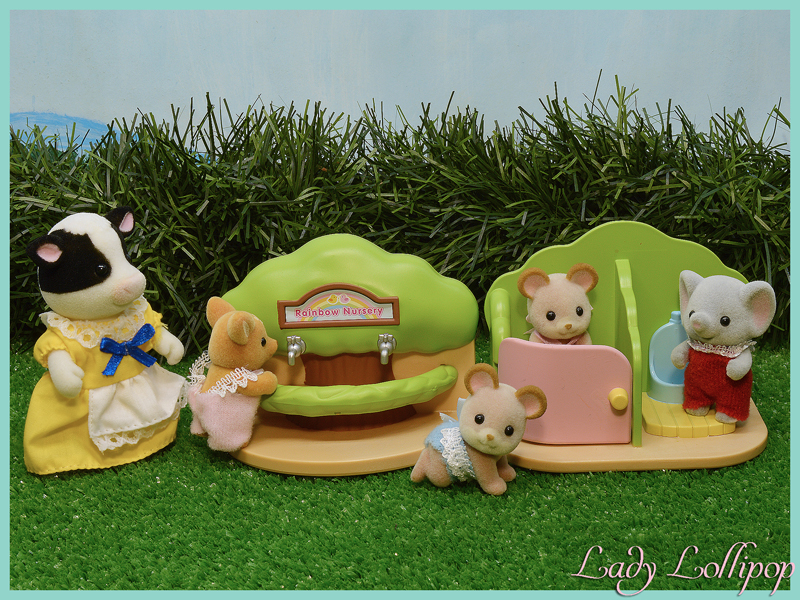 Sylvanian Families Nursery Bathroom set with figures