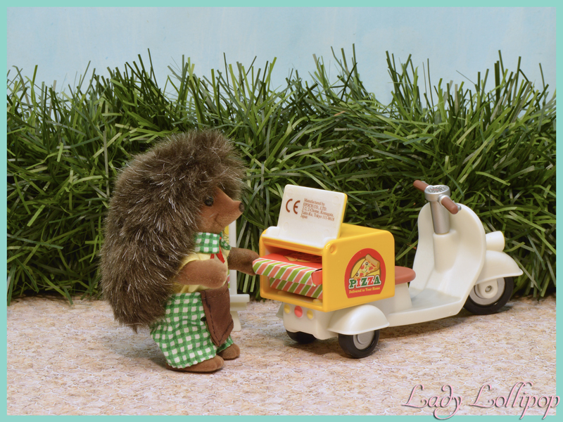 Sylvanian Families Pizza Delivery Set Hedgehog