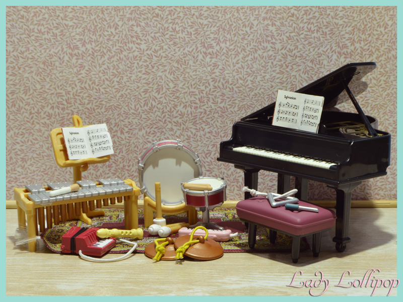 Musical instruments included in the Sylvanian Families School Music Lesson set